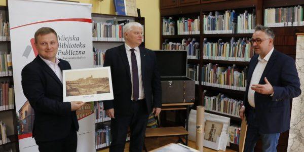 Przekazanie zbiorów do Sekcji Historii Miasta
