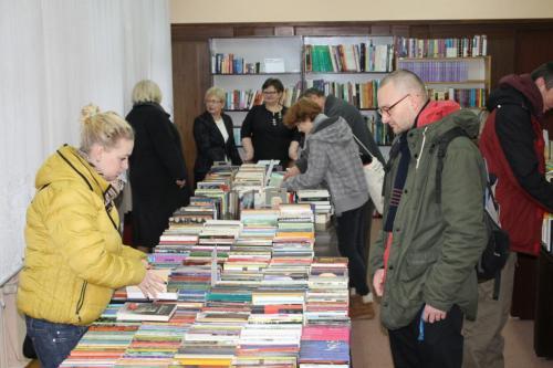 Grudniowa wymienialnia książek