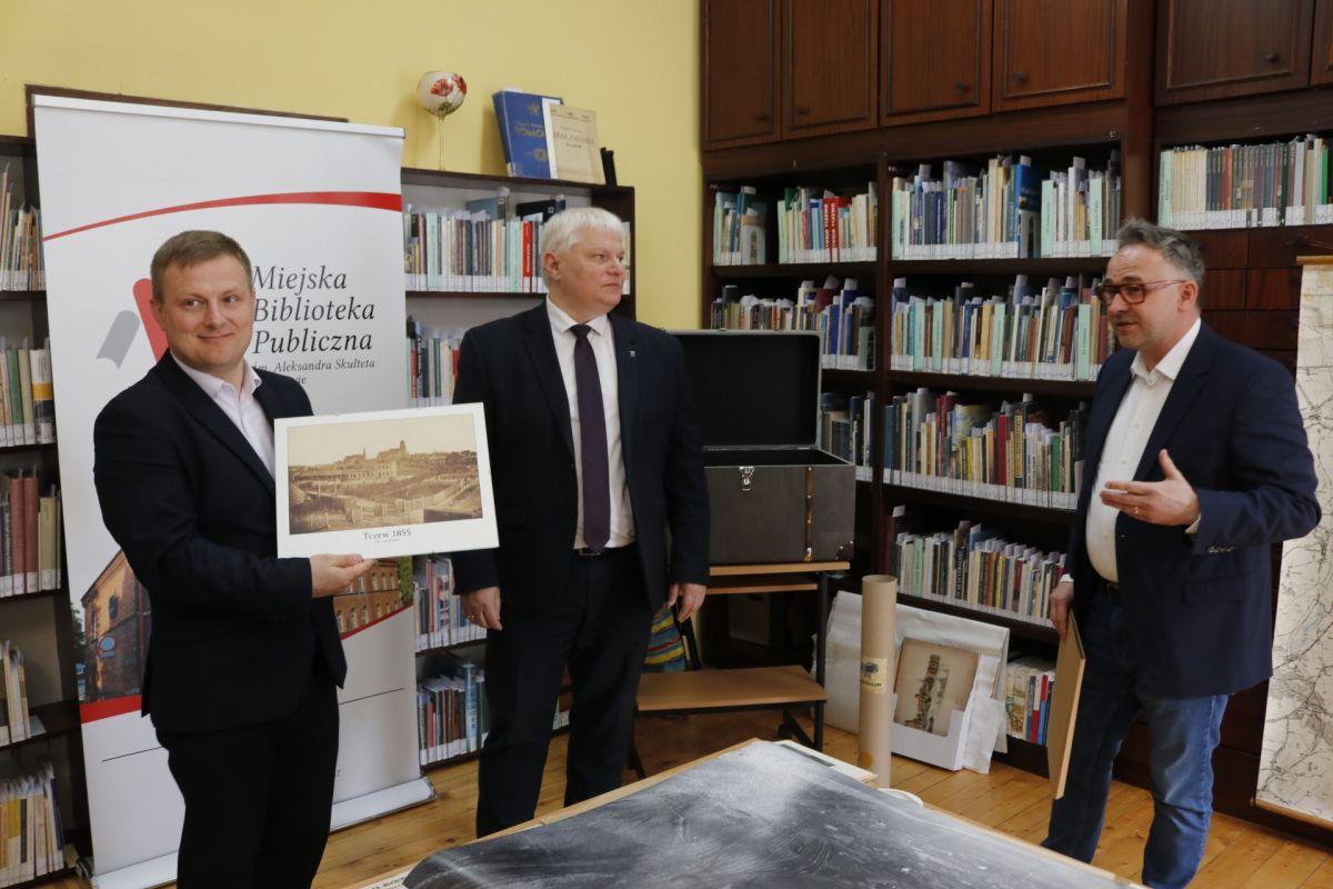 Przekazanie historycznych zbiorów doSekcji Historii Miasta