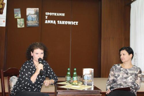 Relacja zespotkania autorskiego zAnną Sakowicz